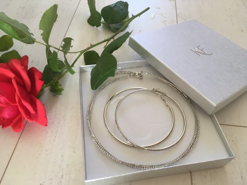 Karika bizsu ajándék szett, ezüst színű